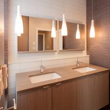 Contemporary Bathroom by WNUK SPURLOCK Architecture