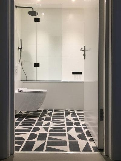 Modern Bathroom by Aston Matthews