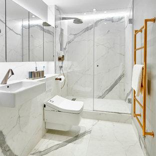 Foto di una stanza da bagno padronale design di medie dimensioni con ante di vetro, ante bianche, doccia aperta, WC sospeso, pistrelle in bianco e nero, piastrelle in gres porcellanato, pareti bianche, pavimento in gres porcellanato, lavabo sospeso e top piastrellato