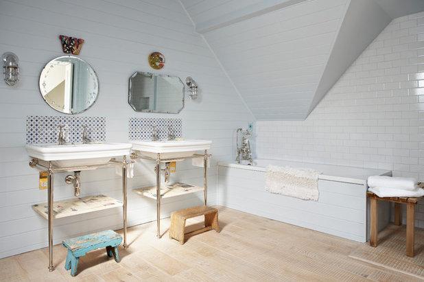 Bathroom backsplashes make a style statement - Shabby chic bathroom sink ...