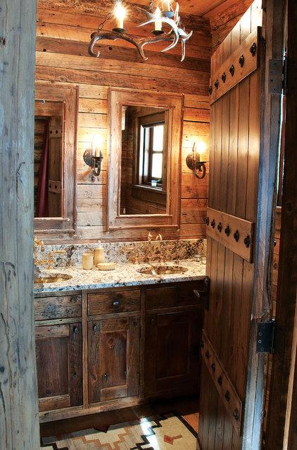 Rustic Bathroom by Lohss Construction