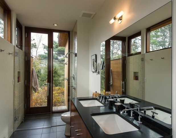 Midcentury Bathroom by Hammer Architects