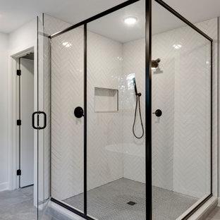 На фото: большая главная ванная комната в стиле ретро с плоскими фасадами, темными деревянными фасадами, японской ванной, угловым душем, раздельным унитазом, синей плиткой, керамогранитной плиткой, белыми стенами, полом из керамогранита, врезной раковиной, столешницей из кварцита, серым полом, душем с распашными дверями, белой столешницей, унитазом, тумбой под две раковины и напольной тумбой с