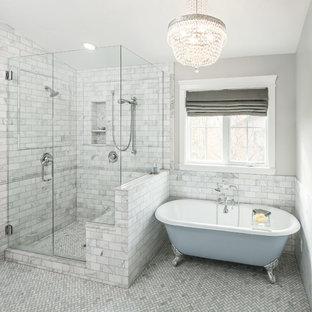 ソルトレイクシティのトラディショナルスタイルのおしゃれな浴室 (猫足浴槽、アルコーブ型シャワー、白いタイル、石タイル) の写真