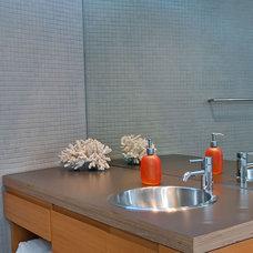 Contemporary Bathroom by mark pinkerton  - vi360 photography