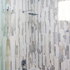 Modern Bathroom by Modern Mecca™ | Los Angeles Home Staging