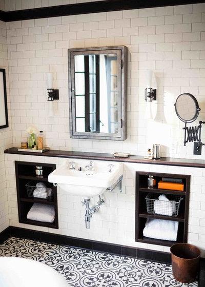 comment cacher tuyau apparent voici la photo de notre cuisine avec le caisson pour le tuyau de. Black Bedroom Furniture Sets. Home Design Ideas