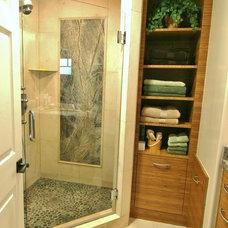 Modern Bathroom by PARADISE INTERIOR DESIGN