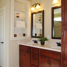 Craftsman Bathroom by Satterwhite Construction Inc.