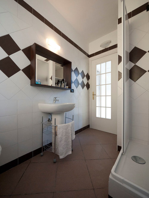 Low cost bathroom houzz for Cost of a new bathroom
