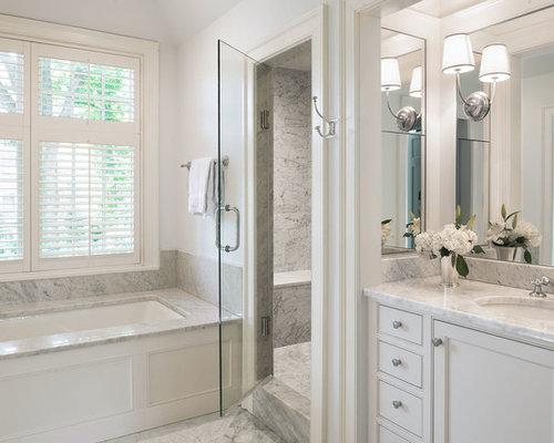 salle de bain avec une baignoire encastr e et un placard porte affleurante photos et id es. Black Bedroom Furniture Sets. Home Design Ideas