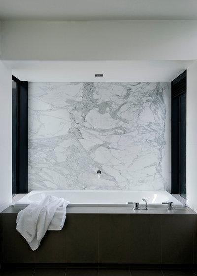 コンテンポラリー 浴室 by Daniel Marshall Architect