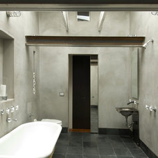 Rustic Bathroom by John Lum Architecture, Inc. AIA