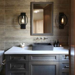 Ejemplo de cuarto de baño rural con armarios con paneles empotrados, puertas de armario de madera en tonos medios, baldosas y/o azulejos marrones, paredes marrones, lavabo sobreencimera, suelo blanco y encimeras blancas