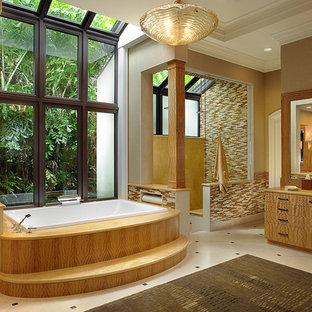 Esempio di un'ampia stanza da bagno padronale mediterranea con lavabo da incasso, ante lisce, ante in legno scuro, top in quarzite, vasca da incasso, doccia ad angolo, piastrelle multicolore, piastrelle a mosaico, pareti beige e pavimento in marmo