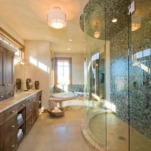 Ispirazione per una grande stanza da bagno padronale design con ante lisce, ante in legno bruno, top alla veneziana, vasca ad angolo, doccia aperta, piastrelle multicolore, piastrelle di vetro, pareti beige, pavimento con piastrelle in ceramica e lavabo sottopiano