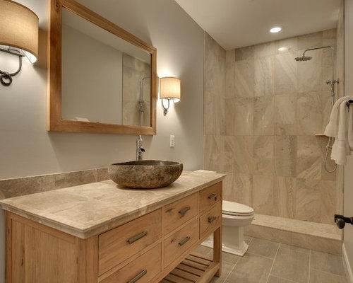 badezimmer mit gefliestem waschtisch und wandtoilette mit. Black Bedroom Furniture Sets. Home Design Ideas