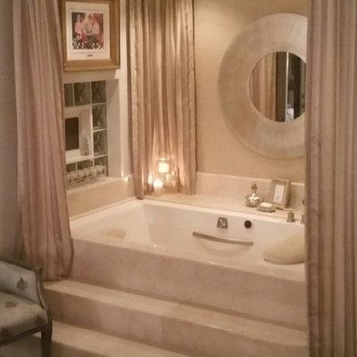 Trendy corner bathtub photo in Tampa