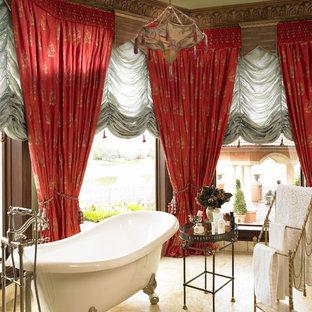 Immagine di una stanza da bagno mediterranea