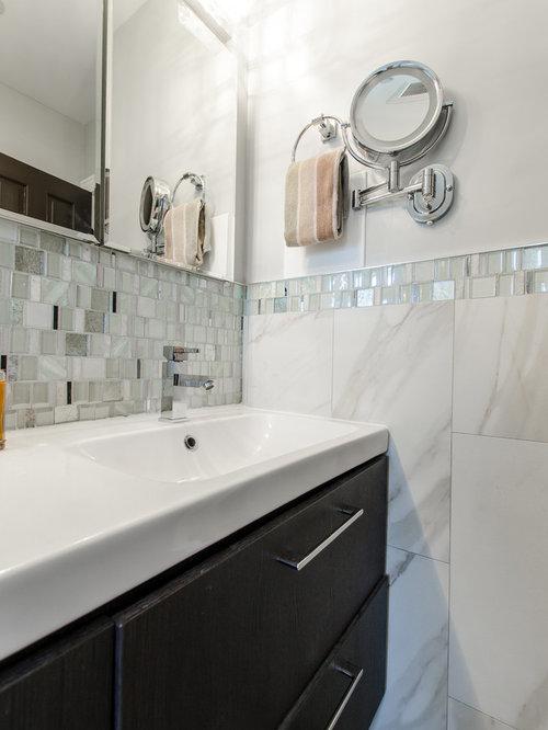 badezimmer mit laminat und mosaikfliesen ideen design. Black Bedroom Furniture Sets. Home Design Ideas