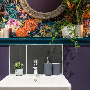 Foto di una piccola stanza da bagno per bambini eclettica con pareti viola e pavimento in vinile