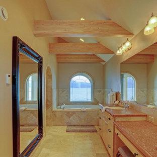 Aménagement d'une grand salle de bain principale classique en bois avec un placard à porte plane, des portes de placard marrons, une baignoire posée, une douche à l'italienne, un carrelage beige, du carrelage en marbre, un mur beige, un sol en marbre, un lavabo encastré, un plan de toilette en quartz modifié, un sol beige, aucune cabine, un plan de toilette multicolore, un banc de douche, meuble double vasque, meuble-lavabo encastré et un plafond en bois.