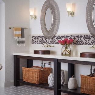 Immagine di un'ampia stanza da bagno padronale design con nessun'anta, ante in legno bruno, vasca freestanding, piastrelle multicolore, piastrelle in ceramica, pareti bianche, pavimento in legno verniciato, lavabo a bacinella, top piastrellato e pavimento bianco