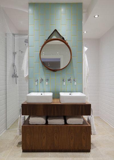 インダストリアル 浴室 by Oliver Burns
