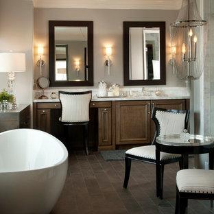 Idéer för att renovera ett stort vintage en-suite badrum, med ett fristående badkar, ett undermonterad handfat, skåp i mörkt trä, granitbänkskiva, brun kakel, keramikplattor, grå väggar, mörkt trägolv och luckor med upphöjd panel
