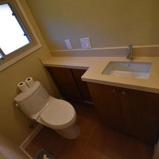 Стильный дизайн: большая главная ванная комната в стиле модернизм с плоскими фасадами, фасадами цвета дерева среднего тона, отдельно стоящей ванной, угловым душем, унитазом-моноблоком, бежевой плиткой, керамогранитной плиткой, бежевыми стенами, полом из галечной плитки, врезной раковиной, столешницей из меди и бежевым полом - последний тренд