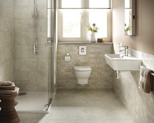 Salle de bain avec un lavabo suspendu et du carrelage en for Carrelage en pierre calcaire
