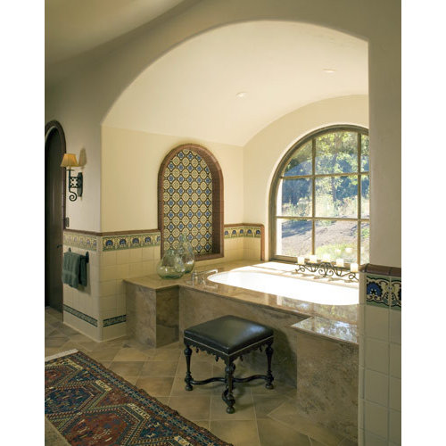 Example Of A Tuscan Bathroom Design In San Francisco