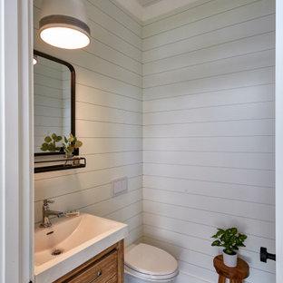 Идея дизайна: детская ванная комната среднего размера в морском стиле с плоскими фасадами, темными деревянными фасадами, ванной в нише, душем над ванной, раздельным унитазом, разноцветной плиткой, плиткой из листового стекла, белыми стенами, полом из цементной плитки, врезной раковиной, столешницей из гранита, бежевым полом, шторкой для ванной, серой столешницей, нишей, тумбой под одну раковину, напольной тумбой, потолком из вагонки и панелями на части стены