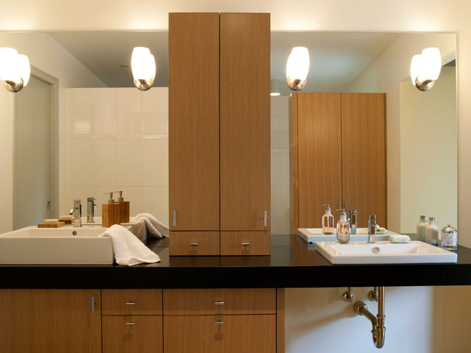 Midcentury Bathroom by ROM architecture studio