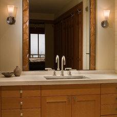 Modern Bathroom by FINNE Architects