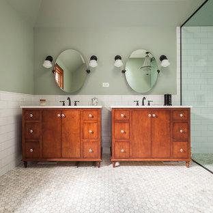 Bild på ett stort eklektiskt vit vitt en-suite badrum, med möbel-liknande, röda skåp, ett fristående badkar, en kantlös dusch, vit kakel, keramikplattor, gröna väggar, marmorgolv, ett undermonterad handfat, bänkskiva i kvarts, grönt golv och dusch med gångjärnsdörr