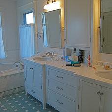Beach Style Bathroom by Hoffman Grayson Architects LLP