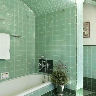 Modelo de cuarto de baño clásico con bañera empotrada