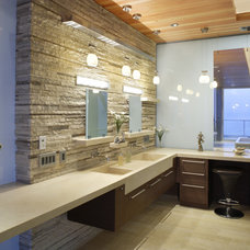 Modern Bathroom by Jay Vanos Architects