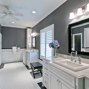 Immagine di una stanza da bagno padronale chic di medie dimensioni con lavabo da incasso, ante bianche, top in superficie solida, WC a due pezzi, piastrelle bianche, piastrelle in gres porcellanato, pavimento in gres porcellanato e ante con bugna sagomata