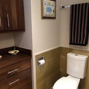 Imagen de cuarto de baño con ducha, contemporáneo, pequeño, con armarios con paneles lisos, puertas de armario de madera en tonos medios, ducha esquinera, sanitario de una pieza, baldosas y/o azulejos amarillos, baldosas y/o azulejos de porcelana, paredes blancas, suelo vinílico, lavabo bajoencimera y encimera de madera