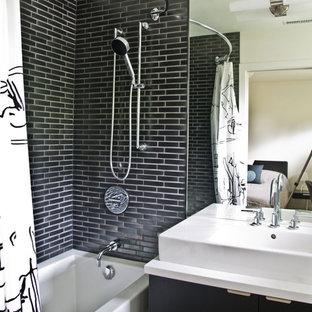 Idées déco pour une salle de bain moderne avec un carrelage métro.