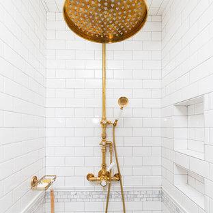 Стильный дизайн: большая главная ванная комната в классическом стиле с фасадами с декоративным кантом, серыми фасадами, отдельно стоящей ванной, душем в нише, унитазом-моноблоком, белой плиткой, плиткой кабанчик, серыми стенами, мраморным полом, врезной раковиной, столешницей из кварцита, серым полом, душем с распашными дверями и желтой столешницей - последний тренд