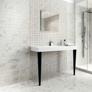 Idéer för att renovera ett mellanstort vintage badrum, med ett fristående badkar, porslinskakel, klinkergolv i porslin och ett väggmonterat handfat
