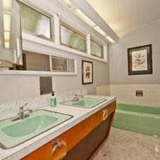 Midcentury Bathroom by Living Room Realty