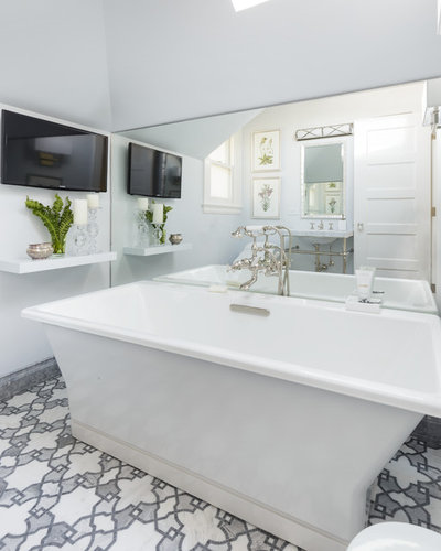 Good Traditional Bathroom by Laura Hunt Design