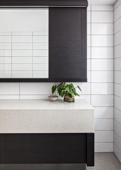 Modern Bathroom by Leon House Design