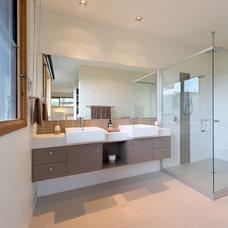 Modern Bathroom by Matthew Mallett Photography