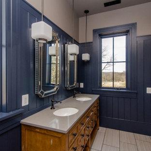 ワシントンD.C.の巨大なエクレクティックスタイルのおしゃれな浴室 (インセット扉のキャビネット、ベージュのキャビネット、バリアフリー、分離型トイレ、青い壁、磁器タイルの床、アンダーカウンター洗面器、クオーツストーンの洗面台、ベージュの床、開き戸のシャワー、ベージュのカウンター、洗面台2つ、独立型洗面台、羽目板の壁) の写真