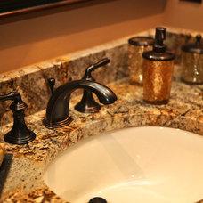 Craftsman Bathroom Martin Basement - Guest Bathroom